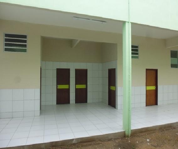 """Vista dos banheiros do Bloco """"C"""" Campus Grajaú."""
